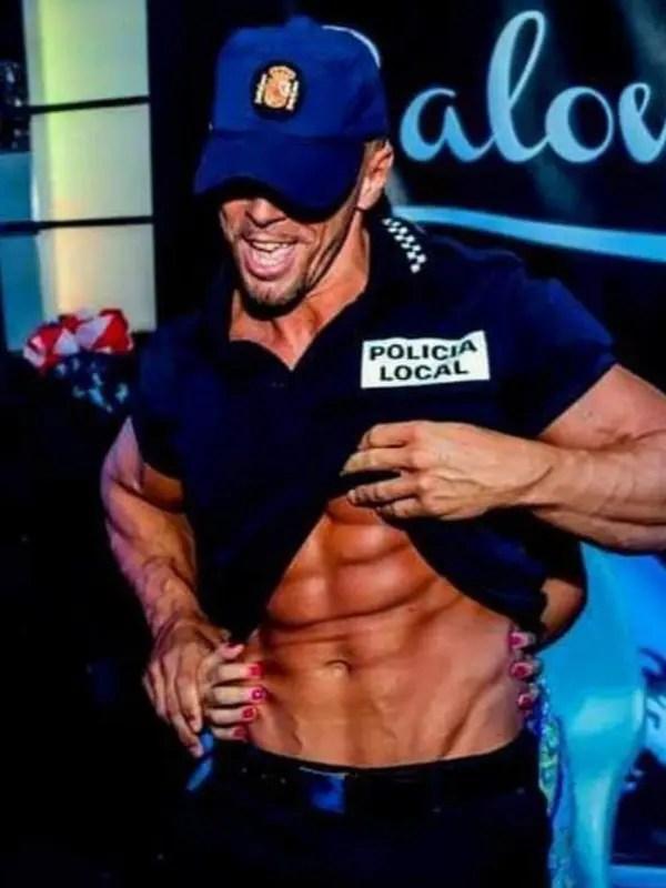 boys difraz policia para despedida