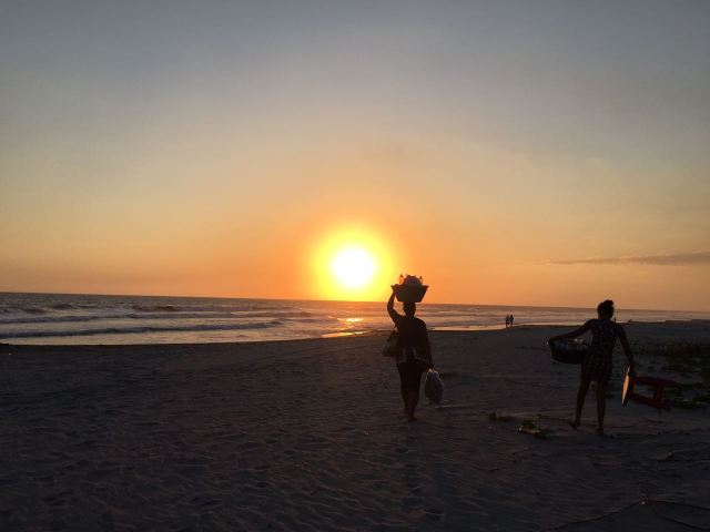 María y Andrea, madre e hija endulzan la vida de los turistas que los fines de semana llegan a la Costa del Sol.