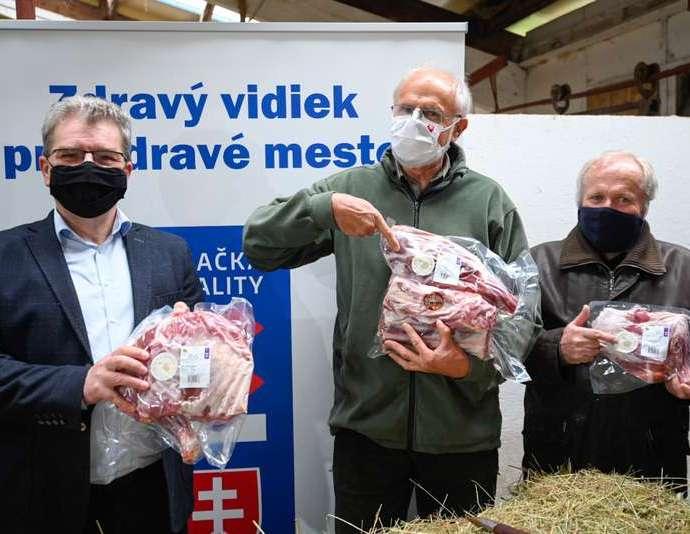 MInister poľnohospodárstva J Mičovský preedstavuje program návratu jahňaciny na slovenský spotrebiteľský trh