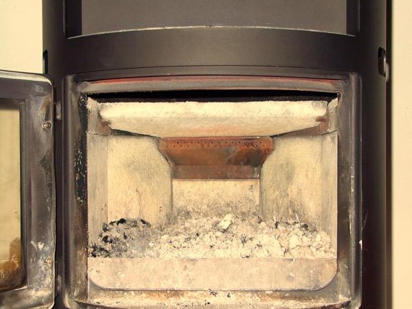 accensione stufa a legna con pellet senza fumo-01