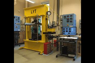 Large Volume Torsion (LVT) apparatus, designed to achieve P= 4GPa and T=1300ºC