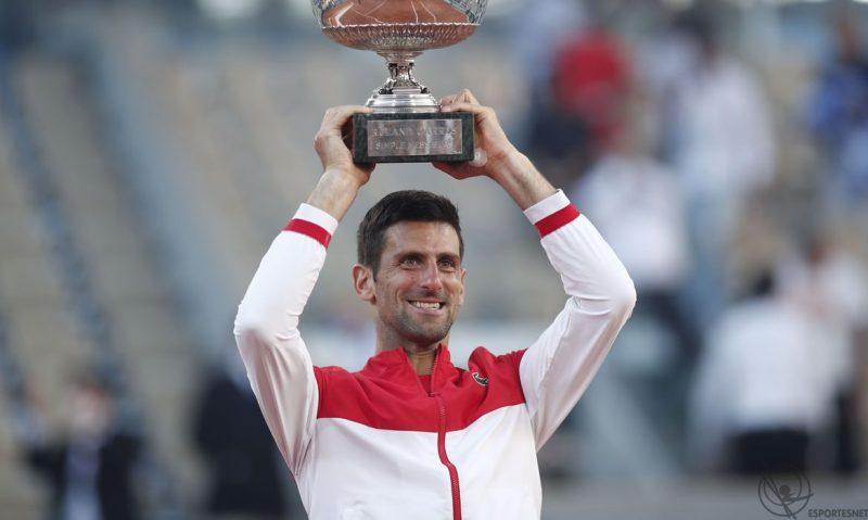 Djokovic vence Tsitsipas e é campeão de Roland Garros