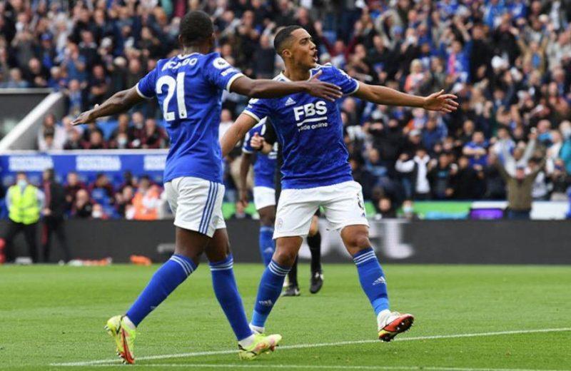 Em jogo de golaços, Leicester vence o Manchester United