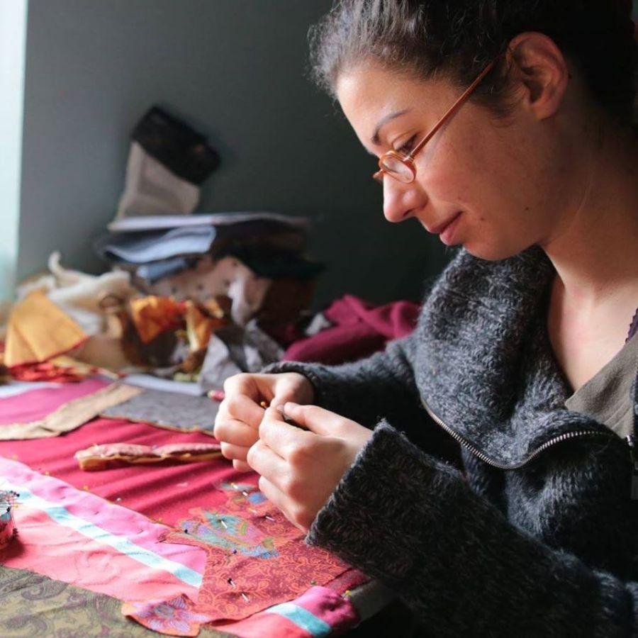 Constance dans son Atelier coeur cousu