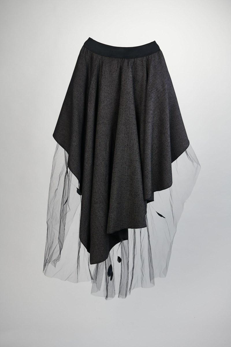 Dos de la Jupe steampunk lainage et tulle dentelle noire chantilly et plumes
