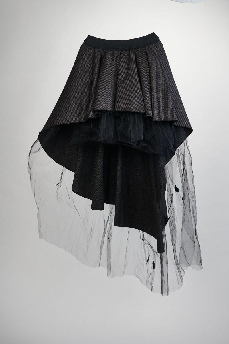 Jupe steampunk lainage et tulle dentelle noire chantilly et plumes