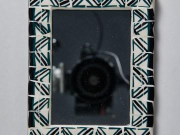 Miroir en faïence motif géométrique