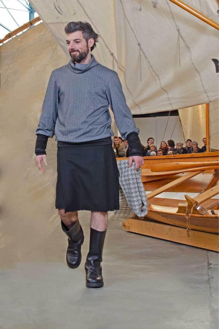Sweet Chevron porté avec kilt, pendant le défilé de mode dans les voiles