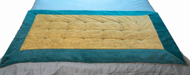 Plaid en velours bicolore vert et bleu pour pied de lit