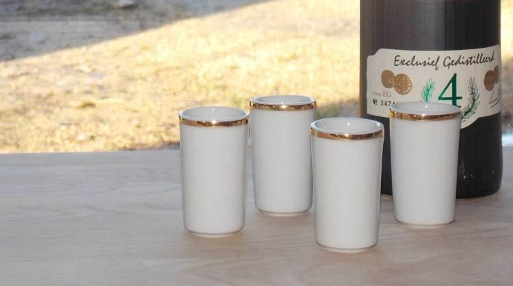 verre en porcelaine blanche et or
