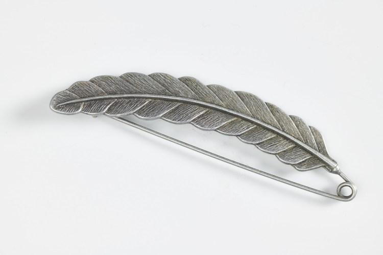 Épingle pour kilt et lainage en forme de plume
