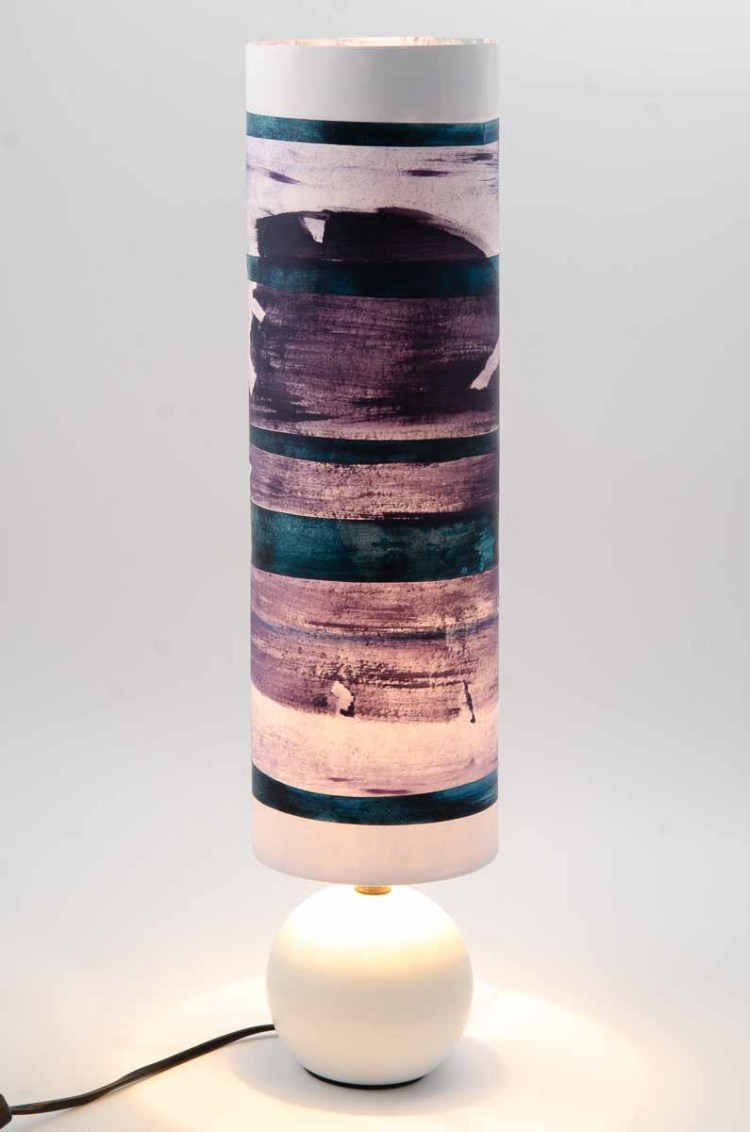 Lampe violette dessin abstrait et papier collé bleu