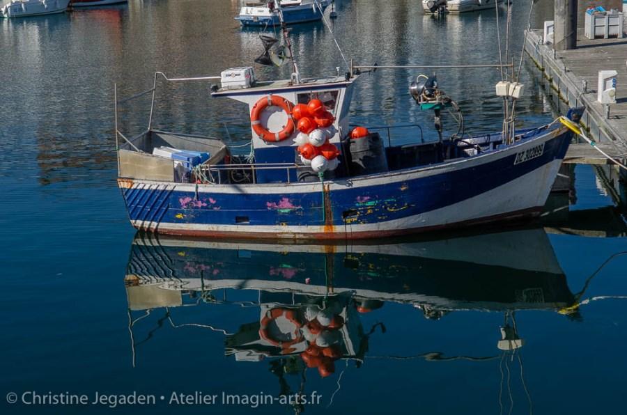 Bateau de pêche sur le port du Rosmeur à Douarnenez