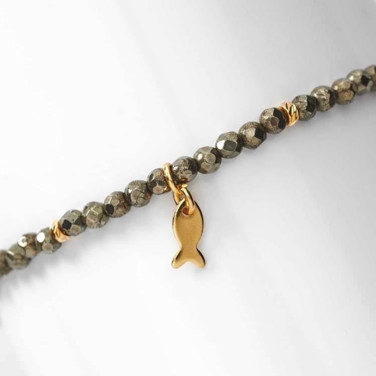 Bracelet de perles en pyrite naturelle et breloque petit poisson