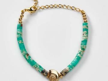 Bracelet enfant rondelles de jaspe dalmatien et agate avec coquillage plaqué Or création l'atelier de sylvie