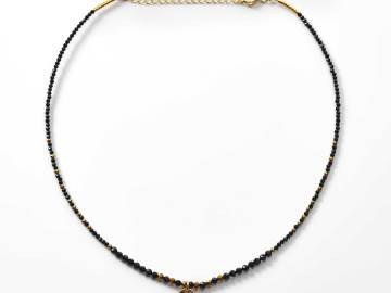collier de perles spinelle noire et hématite breloque disque plaqué or