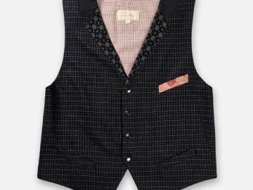 Gilet homme Charles avec deux vraies poches et une poche mouchoir sur le devant.