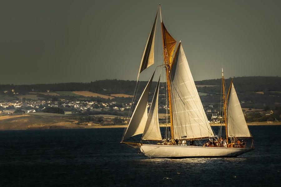 photographie Hocine Saad / Douarnenez bateau dans la baie