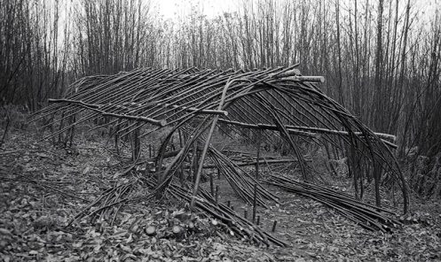 La cabane du feuillardier est un tunnel monté avec des feuillards bruts