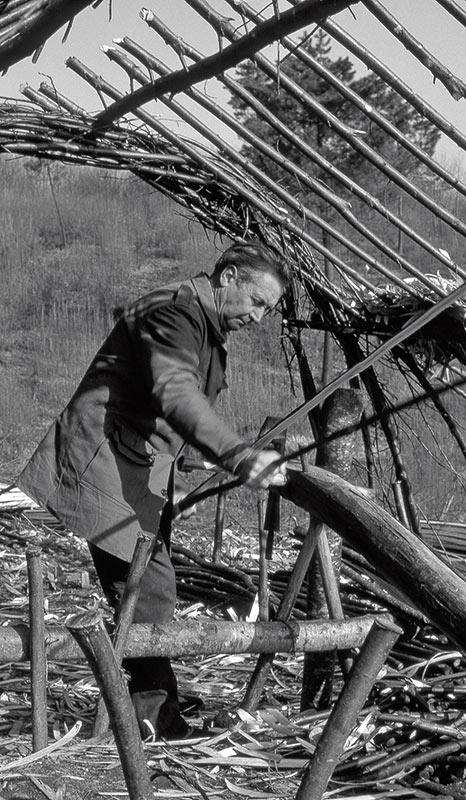 La cabane du feuillardier abrite ses outils