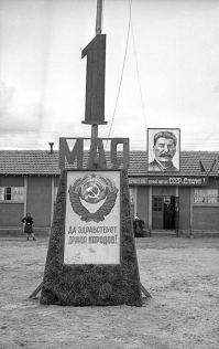 Le 1er mai 1945 à Creysse, sous le regard de Staline.
