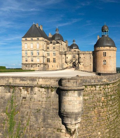 chateau-de-hautefort-perigord
