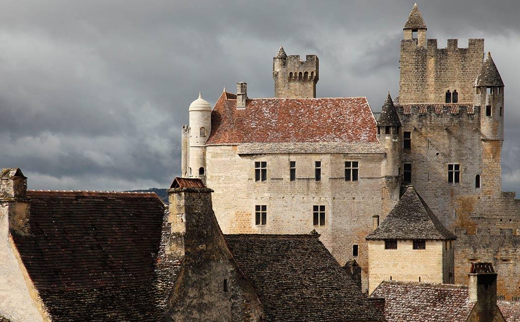 Les Châteaux du Périgord au Moyen Âge