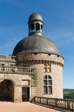 tour-chateau-de-hautefort-clocheton