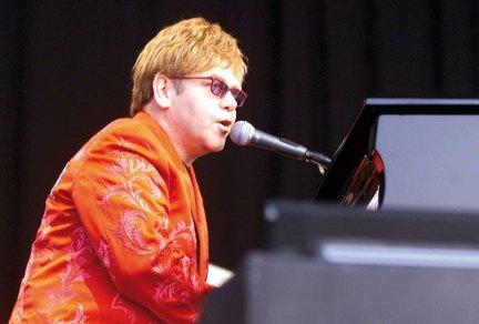 Elton-John à Bergerac – © Photo Lambert Wilson