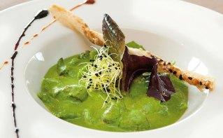 Ravioles de Royan et escargots au coulis de persil
