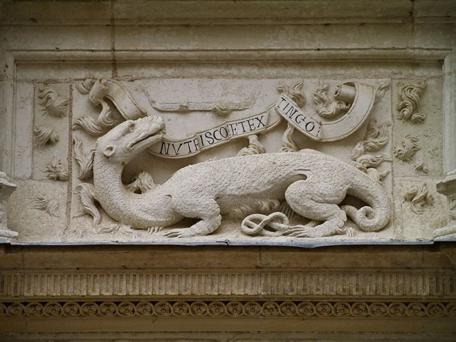 La salamandre, emblème du roi François Ier, avec sa devise