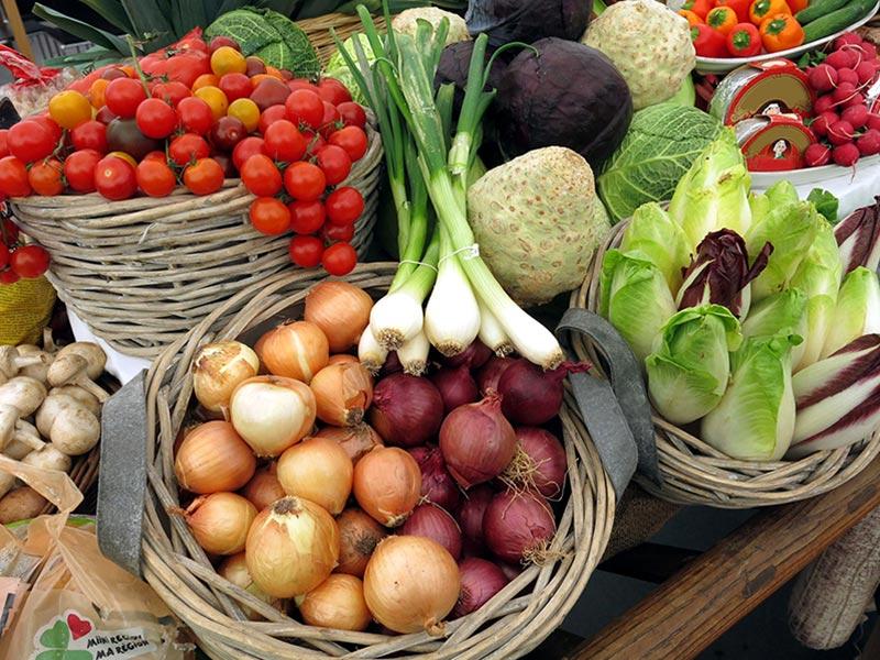 marche-traditionnel-fruits-et-legumes