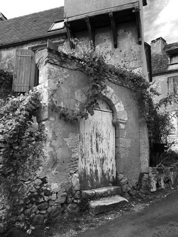 L'entrée d'une propriété à Monsac en Périgord (Dordogne)