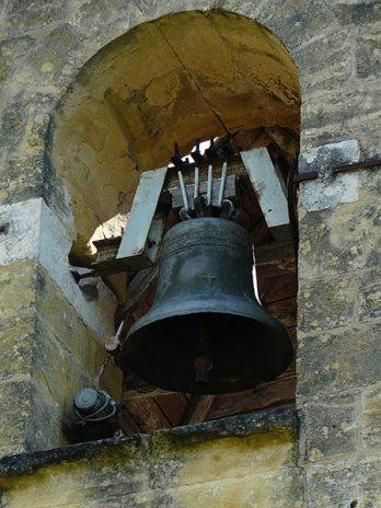 La cloche de l'église Saint-Martial de Monsac (Dordogne)