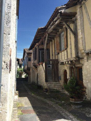 Issigeac : boutique médiévale. Sous l'escalier, la chambre froide. À l'étage, le commerce lui-même. © Emmanuel Marc Dubois