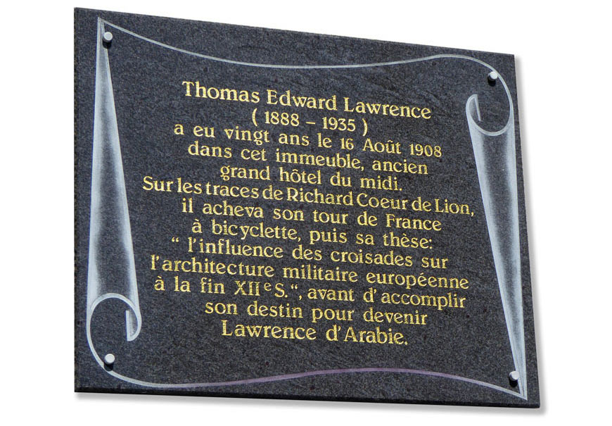 Plaque commémorant le passage de Thomas Edward Lawrence à Chalus en Haute-Vienne
