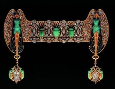 Bijoux R Lalique pour Sarah Bernhardt Or,Émail,Chrysoprase et Diamants Crédit ADAGP