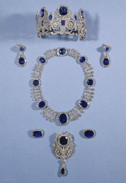 Parure Reine Marie-Amélie Diamants et Saphirs Crédit Musée du Louvre