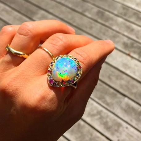 """Bague """"Pacifique"""" Opale, Émeraudes, Saphirs, Rubis, Diamants, Or"""