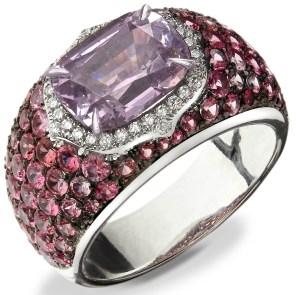 "Soligems ""Lotus"" Bague Spinelle Mauve, Spinelles Roses, Diamants, Or. ©MCM"
