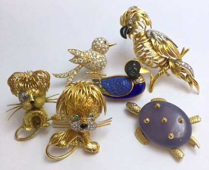 Broches des Maisons: Chaumet, Fred, Mellerio, Van Cleef & Arpels.