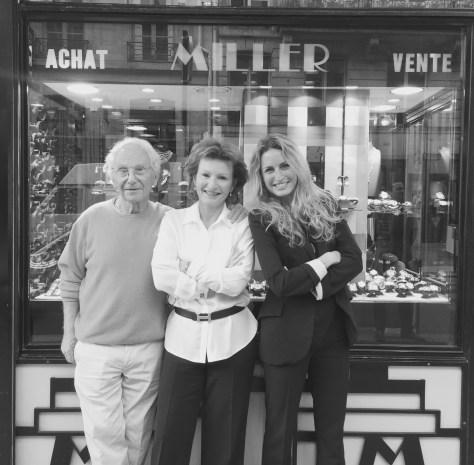 Trois générations réunies devant la Maison Miller.
