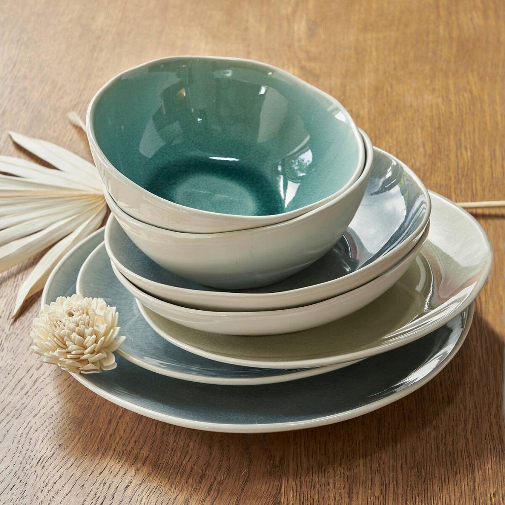 jolie vaisselle estivale pour une table d'été