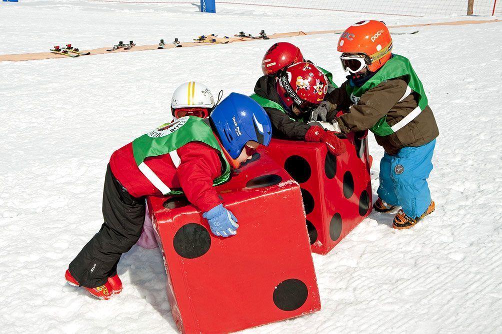 esquía peques niños familia nieve ski snow esqu viajes viajar oportunidades ofertas fotos sky snowboard deporte ocio noticias