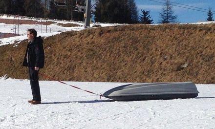 Niños cargando con esquís, ¡¡Ayuda!!