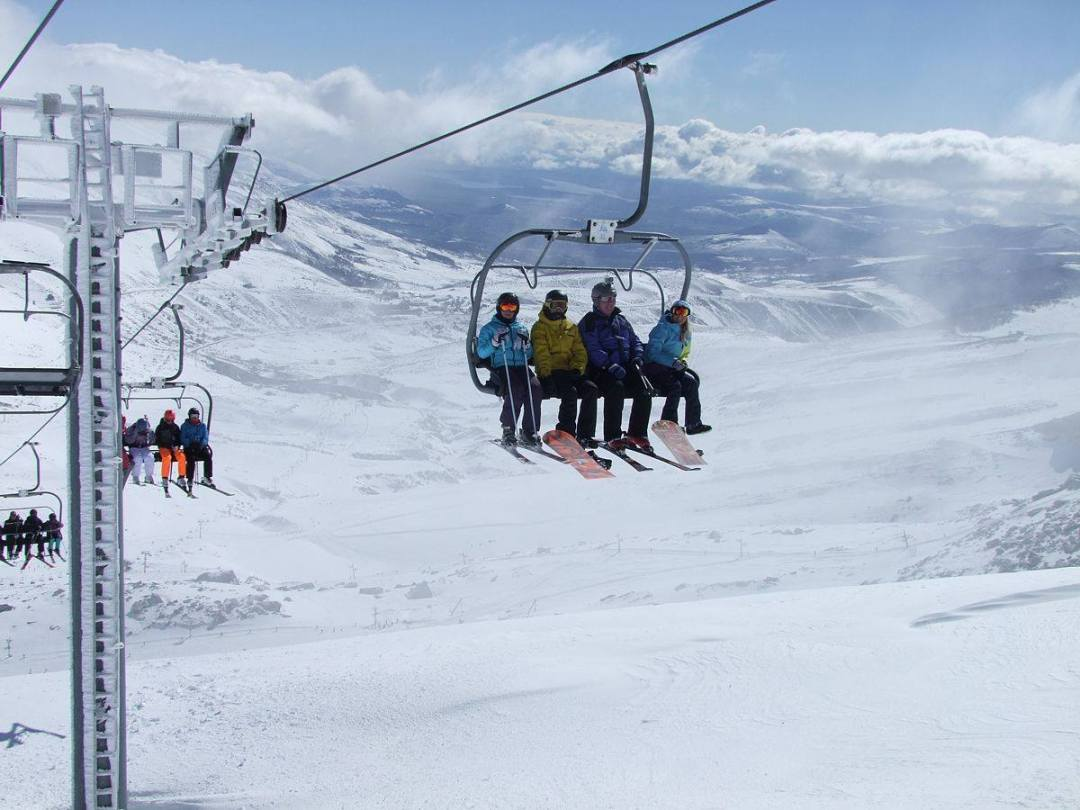 Esquia en Diciembre Alto Campoo Ofertas Viajes Familia Nieve Niños Esquia Peques