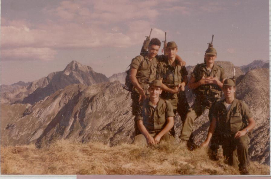 subiendoLegionarios en el pico Argente, Saez, Arrojo,Gisper y el otro compamerpo no me acuerdo del nombre.Estas fotos fueron tomadas en septiembre del 84