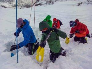 Curso de Seguridad en Terreno de Avalanchas STA Nivel 1 @ Albergue De Yebra
