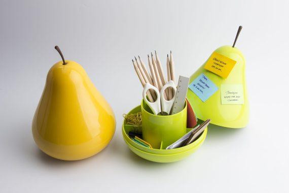 caixas em forma de pêra para guardar lápis em amarelo e verde