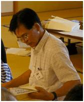 調査中の山本さん